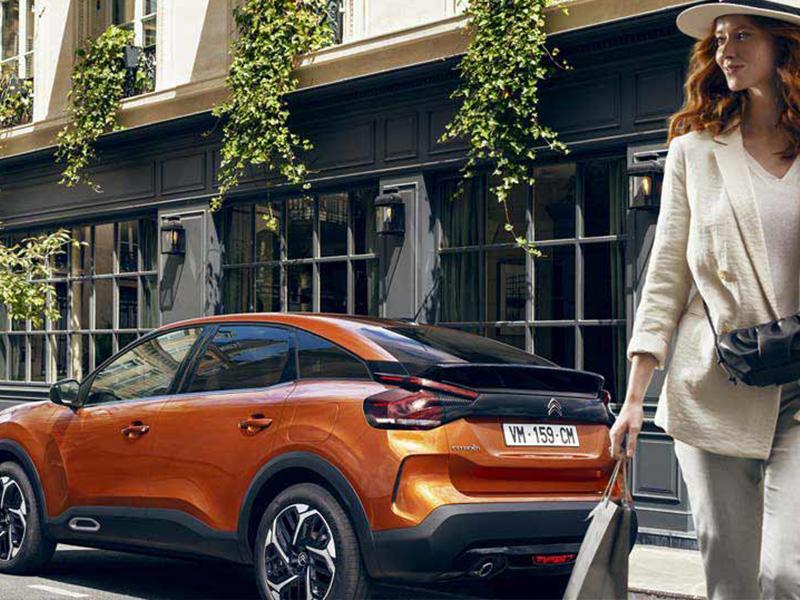 1480x540-c4-parking-woman.357391.357397